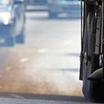 Fumaça de caminhão na Av. Salim Farah Maluf, em São Paulo; frota de  veículos e ozônio são principais causas da poluição