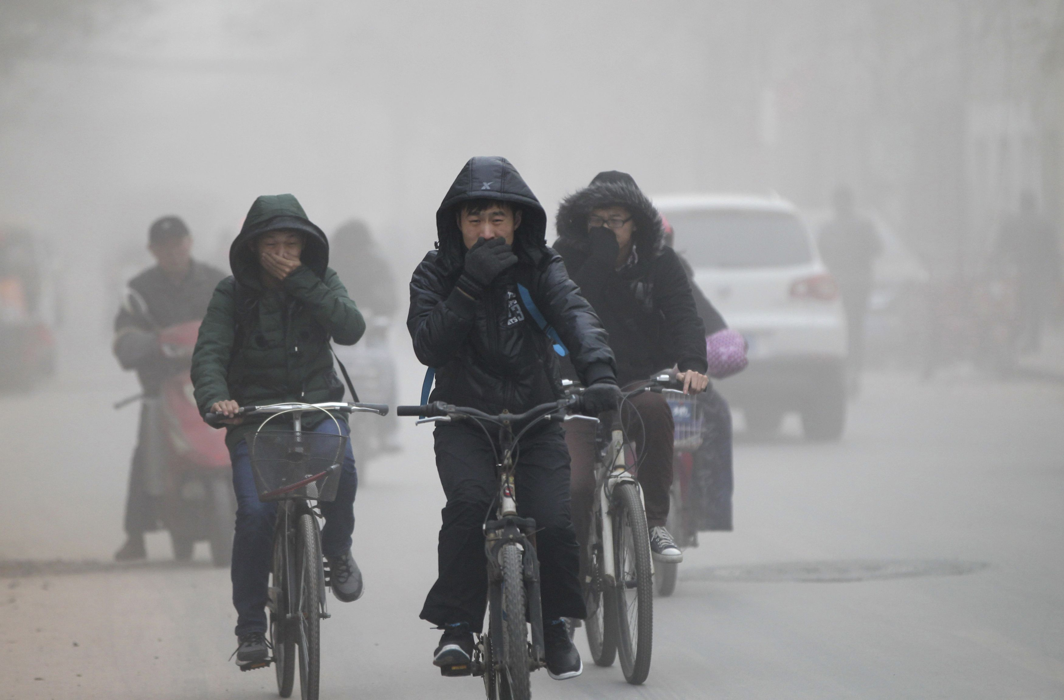 China_pollution_cyclists