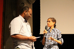 Susana Prizendt do Muda SP com participante do debate do filme Apart Horta